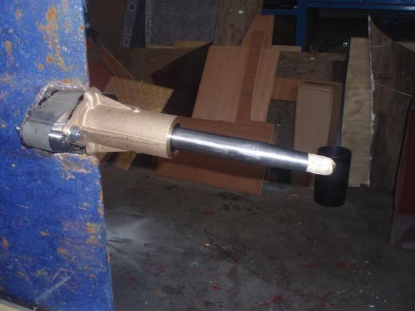 Stävlagret monteras på adaptern